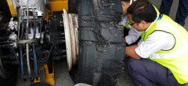नेपाल वायुसेवा निगममको जहाजको टायर पड्किएपछि यस्तो देखियो (फोटो फिचर)